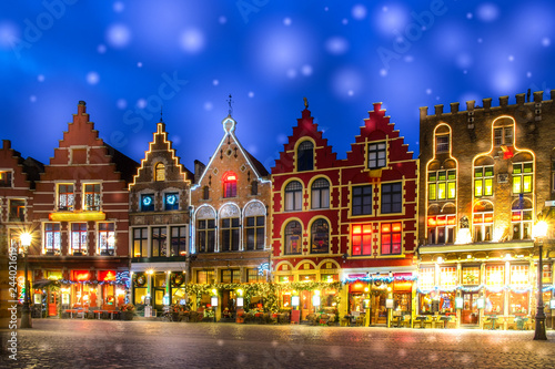 In de dag Brugge Decorated and illuminated Market square in Bruges, Belgium