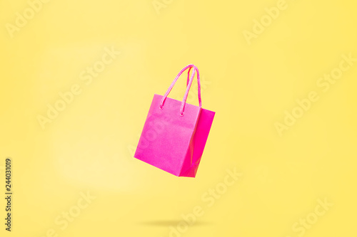 Cuadros en Lienzo Flying Shop Bag Store Sale Concept Pink and Yellow Color