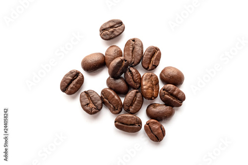 Foto op Plexiglas Koffiebonen Roasted coffee beans isolated on white background. Close-up.