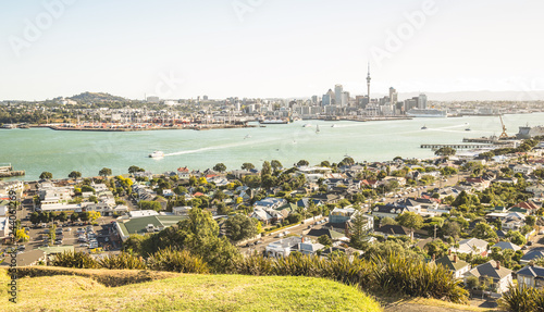 Photo Breathtaking view of Auckland city skyline and bay gulf from Mount Victoria in D