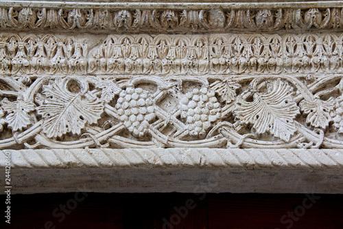 foglie di vite e grappoli; architrave del primo portale sul fianco nord della Ca Canvas Print