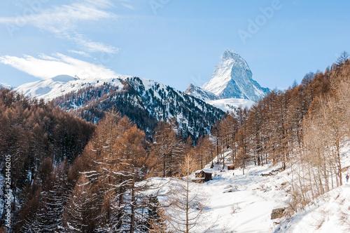 Zermatt, Furi, Zmutt, Matterhorn, Wanderweg, Winterwanderung, Wintersport, Wallis, Walliser Berge, Alpen, Lärchenwald, Holzhäuser, Winter, Schweiz