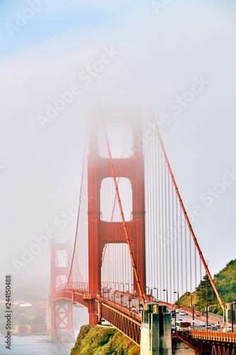 Keuken foto achterwand Amerikaanse Plekken Golden Gate Bridge view at foggy morning