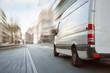 canvas print picture - Transporter fährt in der Stadt