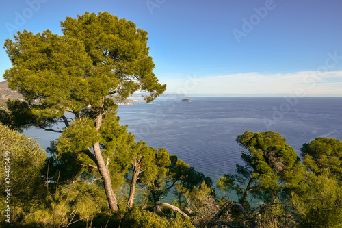 Photo Panoramic view of the Ligurian Sea with the Gallinara Island from the cape of Ca
