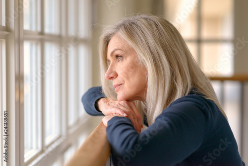 Photographie  Attractive blond woman standing daydreaming