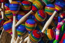 Las Maracas De Colores De Tona...