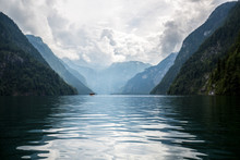 Königssee In Bayern ( Wolken Mit Berge Und Wasser) - Blau