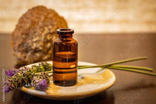 Aceite esencial y flores de lavanda Canvas Print