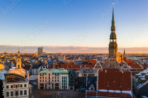 Photo  Aerial winter sunset over Riga old town and river Daugava in Latvia