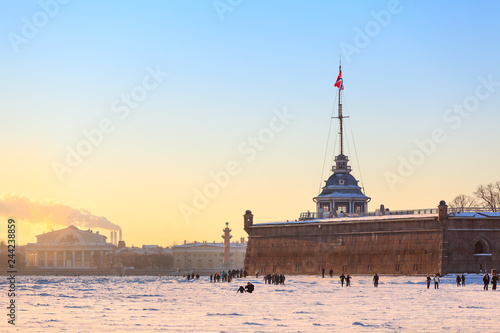 Deurstickers Asia land Peter and Paul Fortress, the Arrow of Vasilyevsky Island and the Neva River in the winter frost season, St. Petersburg