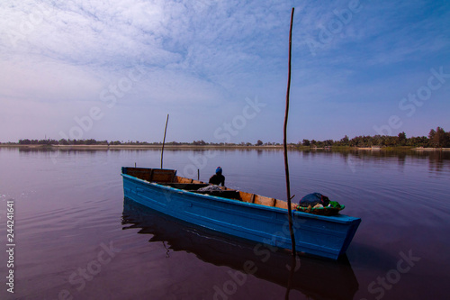 Poster Pleine lune Lac Rose or Lake Retba lies north of the Cap Vert peninsula of Senegal