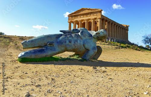 Fotografia  Ancient Greek Temples Concordia in Agrigento Sicily