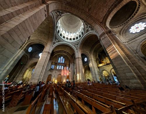 Fototapeta wnętrze starego kościoła