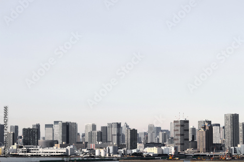 Foto  A scenery of a high-rise apartment that stands on the waterfront in Tokyo