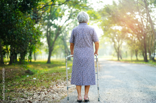 Photo  Asian senior or elderly old lady woman patient walk with walker in park : health