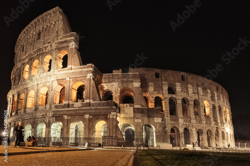 Leinwand Poster View of Colosseum at night
