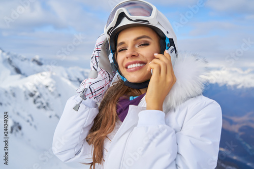 Fotografia  Woman talk by phone on mounting ski resort
