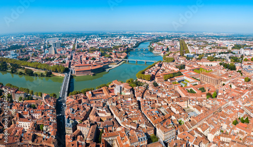 Spoed Fotobehang Europese Plekken Toulouse aerial panoramic view, France