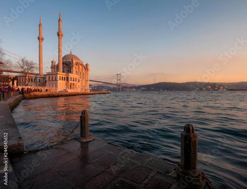 Fotografia  Ortakoy Mosque with Bosphorus Bridge in Istanbul during the sunset