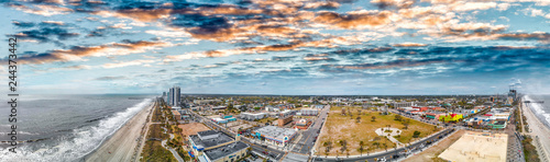 Tuinposter Centraal-Amerika Landen Myrtle Beach skyline aerial view from city park, South Carolina