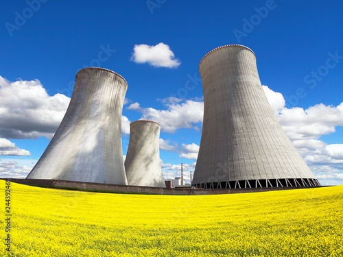 Fotografía  rapeseed canola colza cooling tower