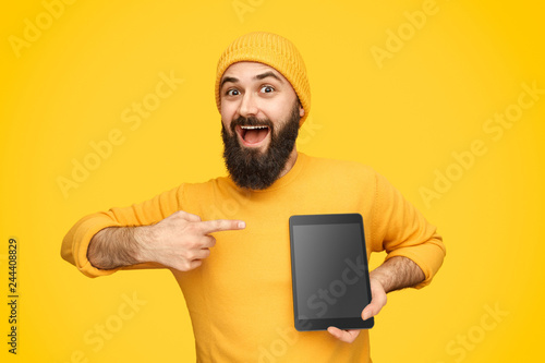 Amazed male presenting modern tablet Fototapet