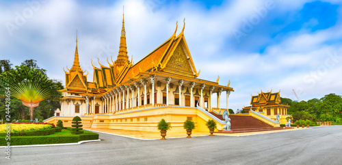 Foto  The throne hall inside the Royal Palace in Phnom Penh, Cambodia