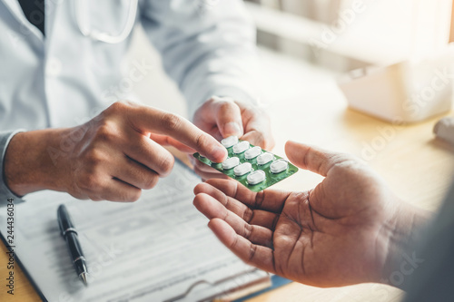 Photo Doctor or physician recommend pills medical prescription to male Patient