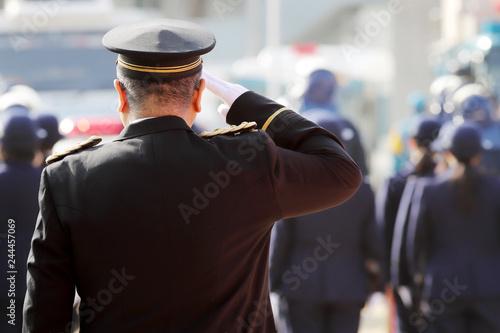 Papel de parede 警察官 敬礼