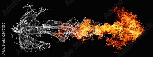 反発する水と炎の矢 - 244471030
