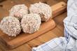 Panierte Scotch Eggs Eier in Schweine Fleisch Wurstbrät und Paniermehl
