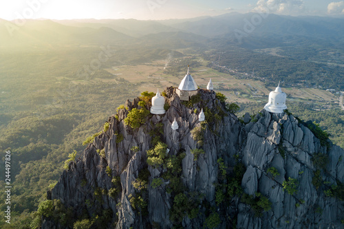 Deurstickers Asia land Spectacular aerial view of floating pagodas on the mountain cliff at Wat Chaloem Phra Kiat in Chae Hom District, Lampang province, Thailand.