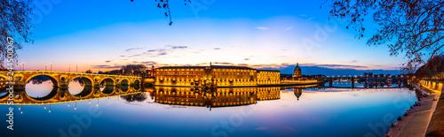 Fotografia  Panoramique de la Garonne à Toulouse au cocher du soleil en Occitanie, France