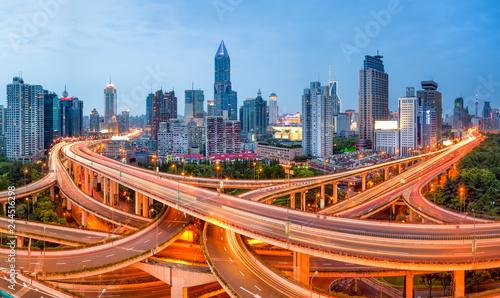 In de dag Aziatische Plekken Shanghai Skyline mit Straßenkreuzung