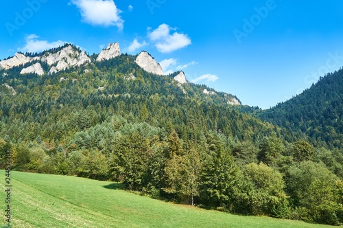 Fotografía  Beautiful panoramic view in sunny september day of the Pieniny National Park, on