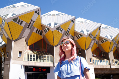 Foto auf Leinwand Rotterdam the girl on the background of the cube house or Kubuswoningen in Dutch are a set of innovative houses designed by architect Pete Blom and built in Rotterdam