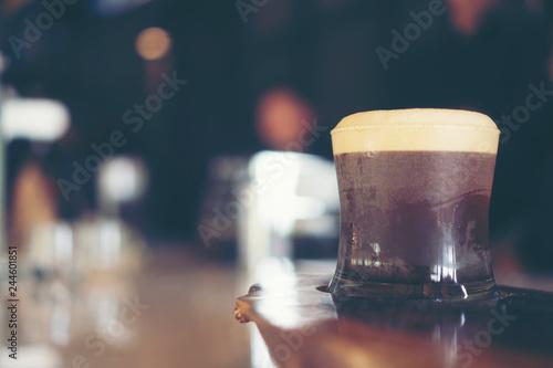 Carta da parati nitro cold brew coffee in cafe