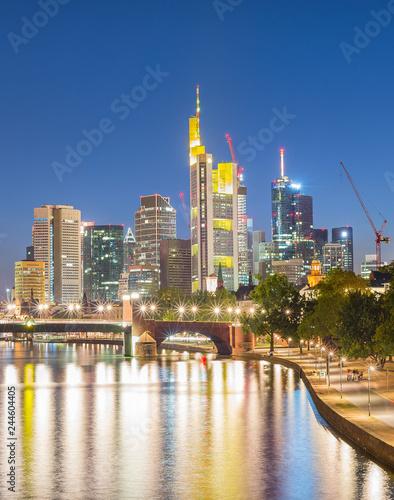 Fotografía  Illuminated Frankfurt skyline