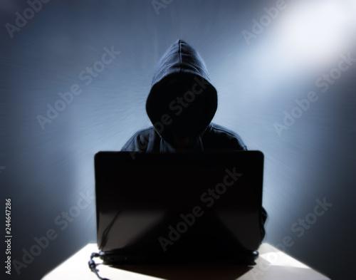 Fotografía  a hacker works on a computer
