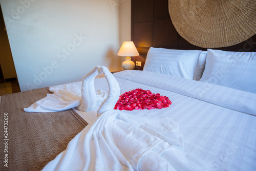 Fotografia  Honeymoon, swans love and red rose decoration in hotel, towel wedding decoration