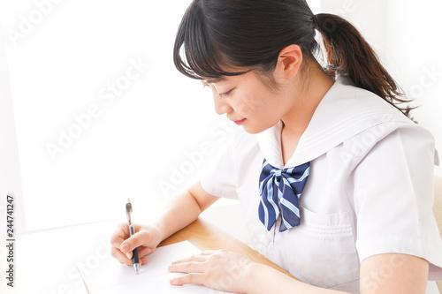 Fotografie, Obraz  制服姿で勉強をする若い学生