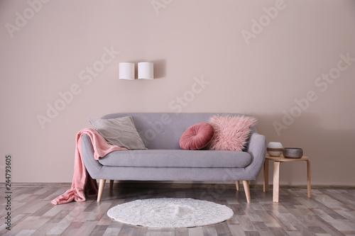 Fotografia Modern living room interior with comfortable sofa
