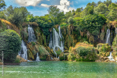 Montage in der Fensternische Olivgrun Landscape view on Kravica waterfalls, Bosnia