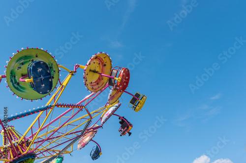 Photo sur Aluminium Attraction parc Amusement park. Carousel on the background of the blue sky