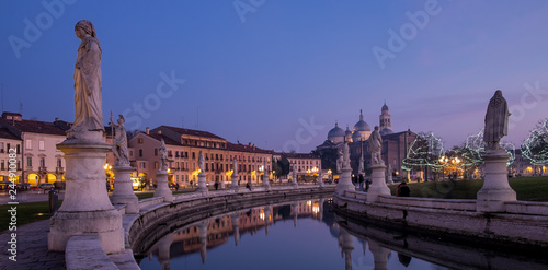 Fotobehang Historisch mon. Padova, prato della valle