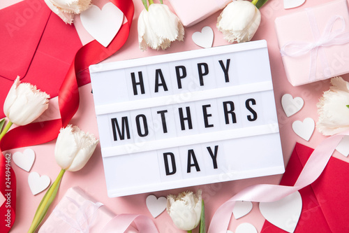 Photo  Mother's Day lightbox message with white flowers and hearts