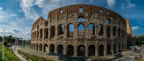 Photographie Panoramic view on Colosseum during sunny september day in Rome, Italy