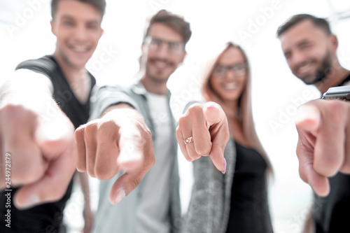 Fotografía  Handsome peoples pointing his finger to you
