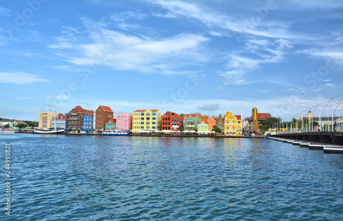 Foto auf AluDibond Karibik Waterfront with harbour and colorful houses in Curacao.